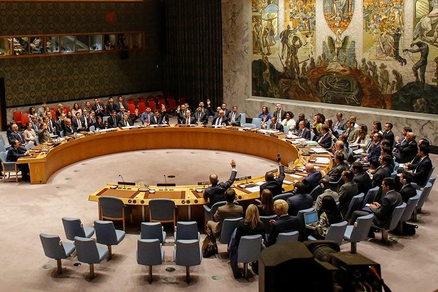 北韓氫彈試爆後,聯合國安理會在9月11日通過史上最嚴厲制裁方案。圖為聯合國安理會在9月11日對北韓制裁決議進行投票時的情況。(KENA BETANCUR/AFP/Getty Images)
