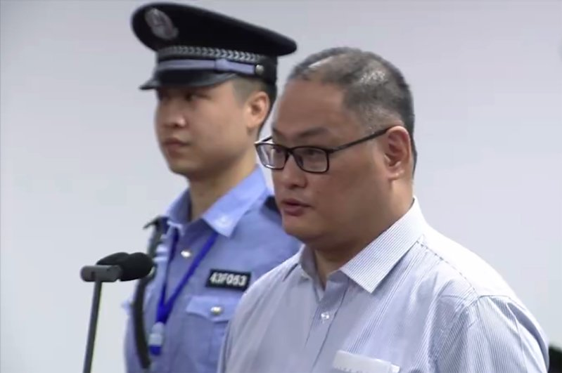 李明哲案11日開庭,法官宣布擇期宣判,李明哲(右)現場還押。(AFP)