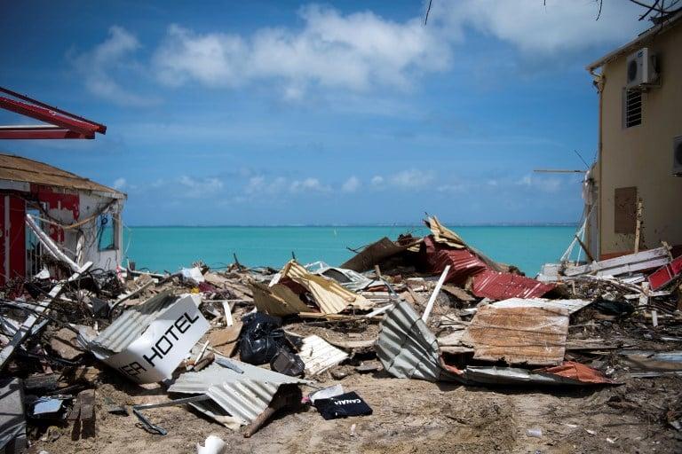 9月11日拍攝的照片顯示了加勒比聖馬丁島遭到颶風艾爾瑪襲擊後倒塌的建築物瓦礫。(AFP PHOTO/Martin BUREAU)