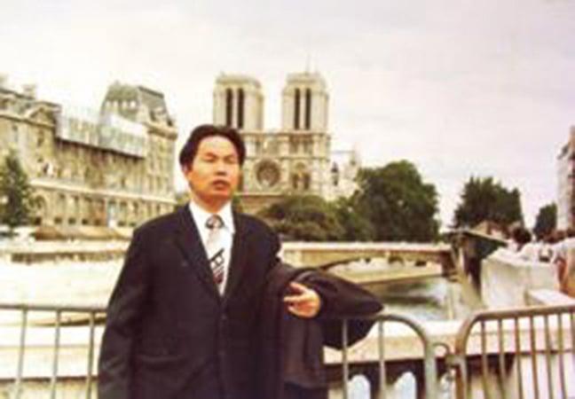 南京大學副教授王載源赴瑞士教學時留影(明慧網)