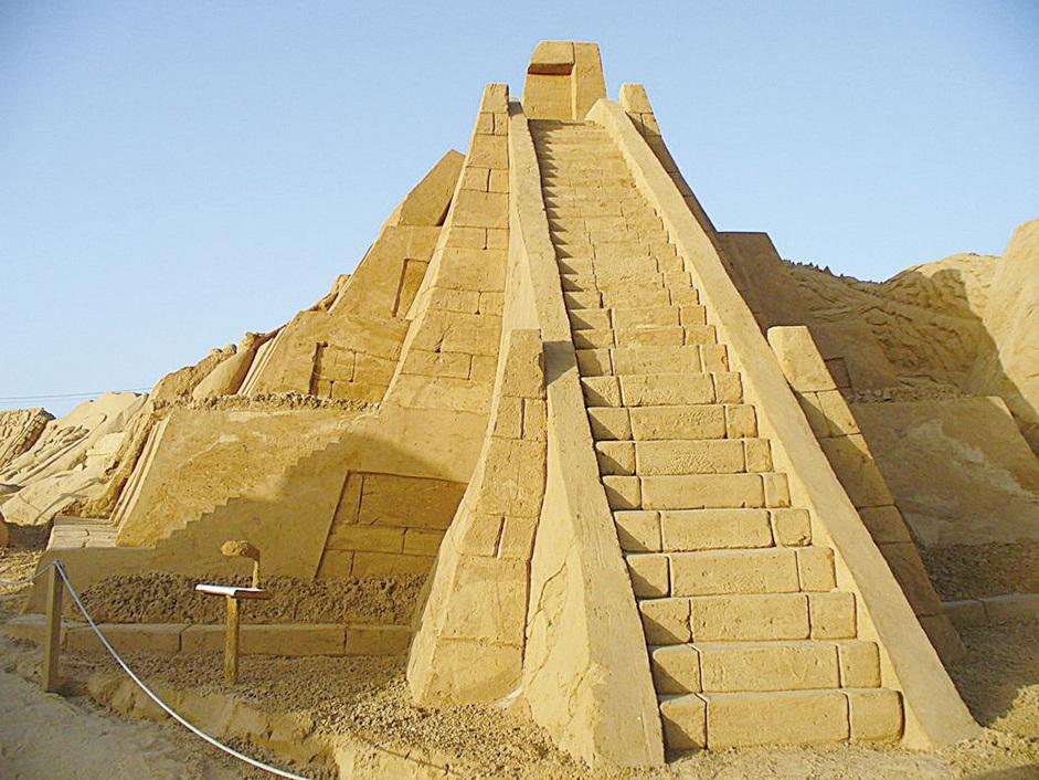 烏爾南姆廟塔外部設有樓梯,可以扶搖而上。(網絡圖片)