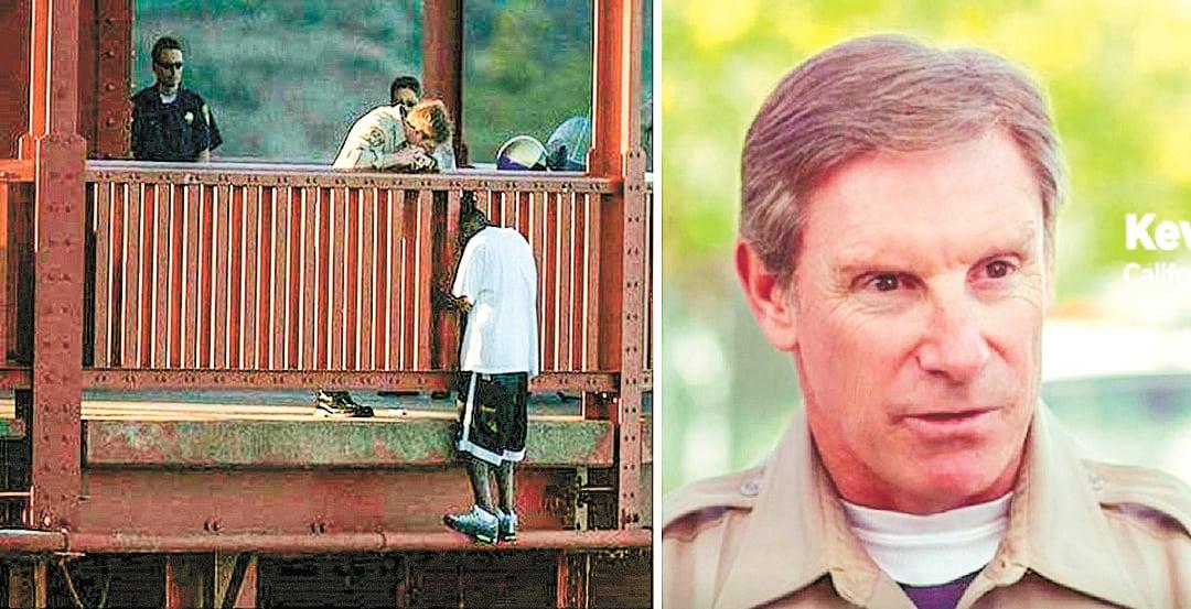 加州高速巡警Kevin Briggs(右)回憶10年前的情景說,站在金門大橋中段的Berthia看到他,立即翻到橋外,踏在一條狹窄的橫樑上。(網站、影片截圖)