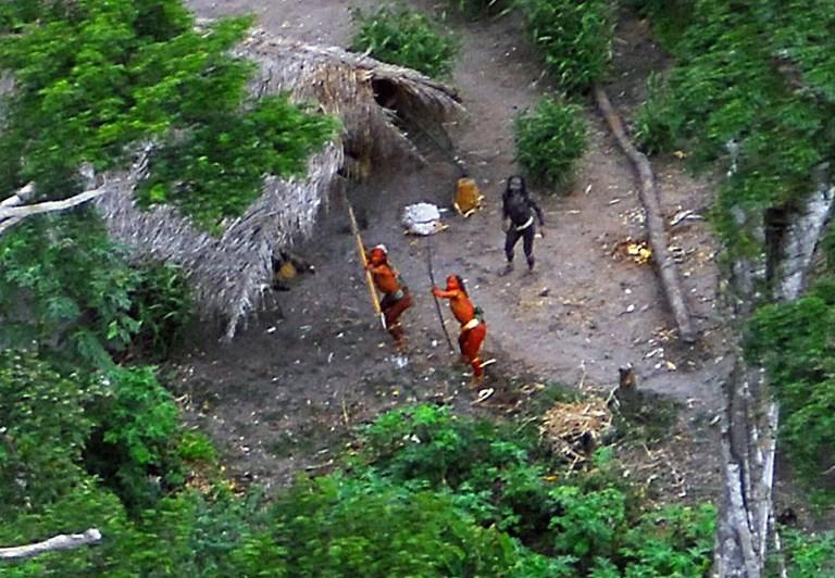 FUNAI 2008年5月29日發佈的照片顯示了一個與世隔絕的土著部族。(AFP PHOTO/GEISON MIRANDA)