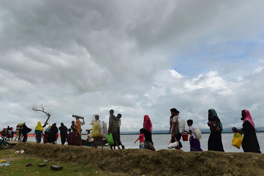 9月12日,逃離緬甸湧向孟加拉的羅興亞人。(MUNIR UZ ZAMAN/AFP/Getty Images)