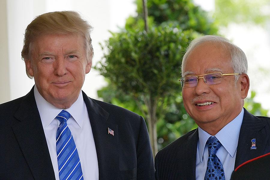 特朗普總統星期二在白宮歡迎馬來西亞首相納吉的來訪。(MANDEL NGAN/AFP/Getty Images)