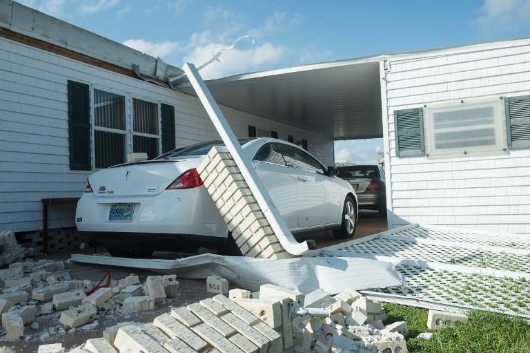 在佛羅里達州那不勒斯因颶風艾爾瑪受損的房屋。攝於9月11日。(AFP PHOTO / NICHOLAS KAMM)