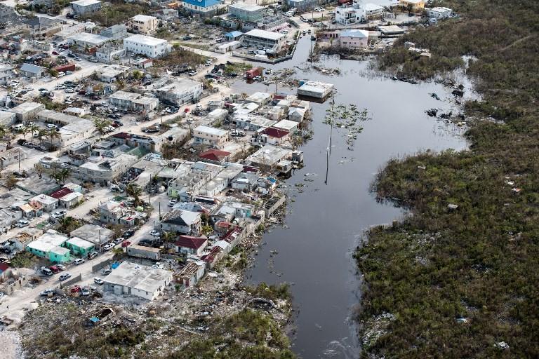 9月12日發佈的照片顯示,颶風艾爾瑪9月11日在特克斯和凱科斯群島的普羅維登西亞萊斯島上造成洪澇。(AFP PHOTO / CROWN COPYRIGHT 2017 / MOD / CPL DARREN LEGG)