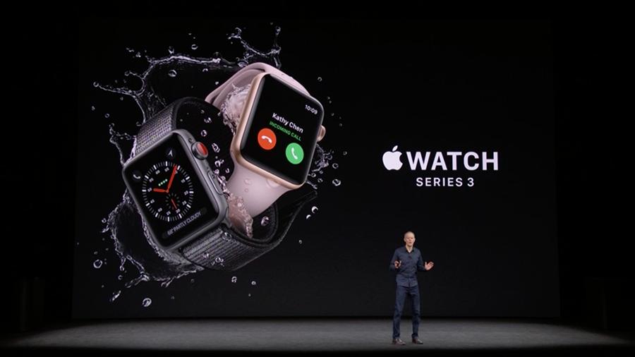 蘋果在12日新品發佈會上推出的Apple Watch Series 3最大亮點是集成了蜂窩網絡(Cellular network )功能,用戶可以直接通過手錶撥打電話、收發信息。(視像擷圖)