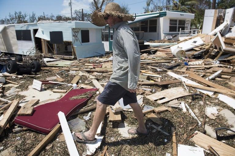 9月12日,佛羅里達礁島群伊拉莫拉達被艾爾瑪颶風損壞的物品。(AFP PHOTO/SAUL LOEB)