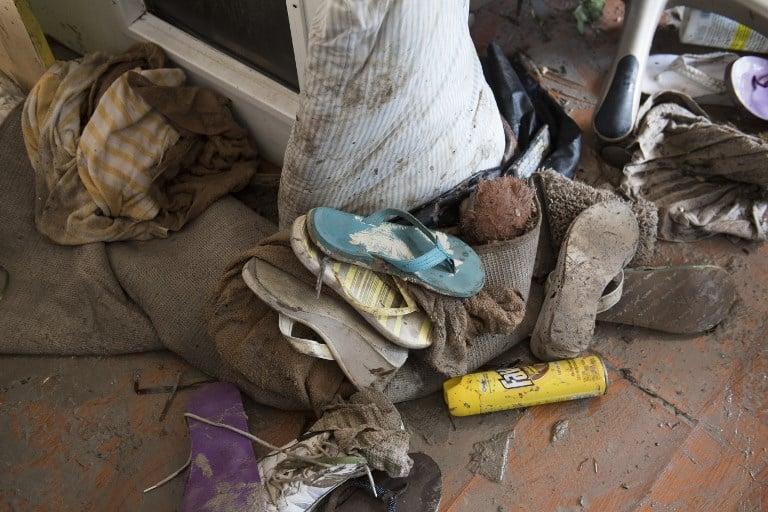 9月12日,佛羅里達礁島群伊拉莫拉達一名居民家中被艾爾瑪颶風損壞的物品。(AFP PHOTO/SAUL LOEB)
