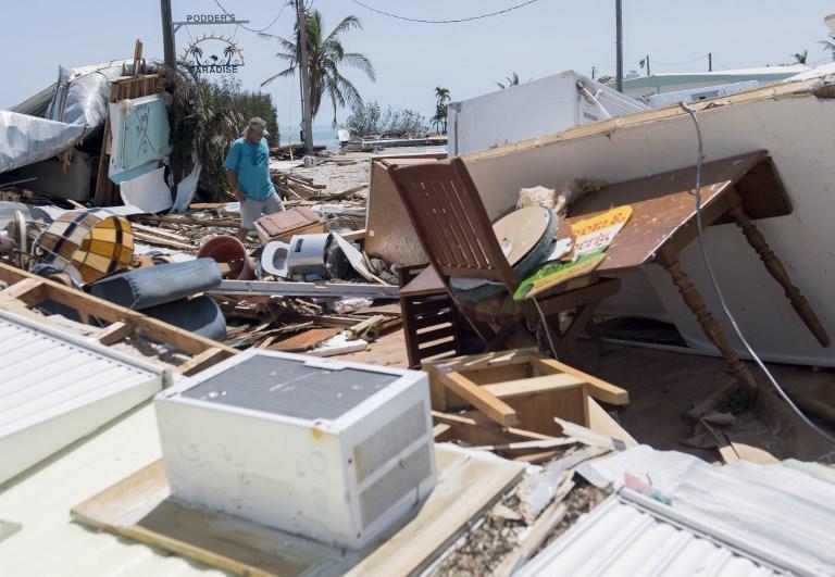 9月12日,在佛羅里達礁島群伊斯拉摩拉達,遭到艾爾瑪颶風破壞的一個拖車公園。(AFP PHOTO/SAUL LOEB)