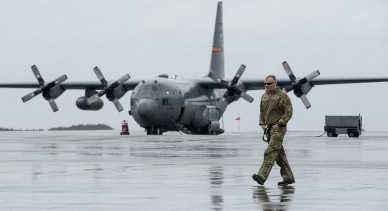 9月11日加州國民警衛隊從佛羅里達州動用C-130H大力神運輸機運送設備和人員到佛羅里達礁島群救災。(AFP PHOTO/US Air Force/Tech. Sgt. Nathan Lipscomb)