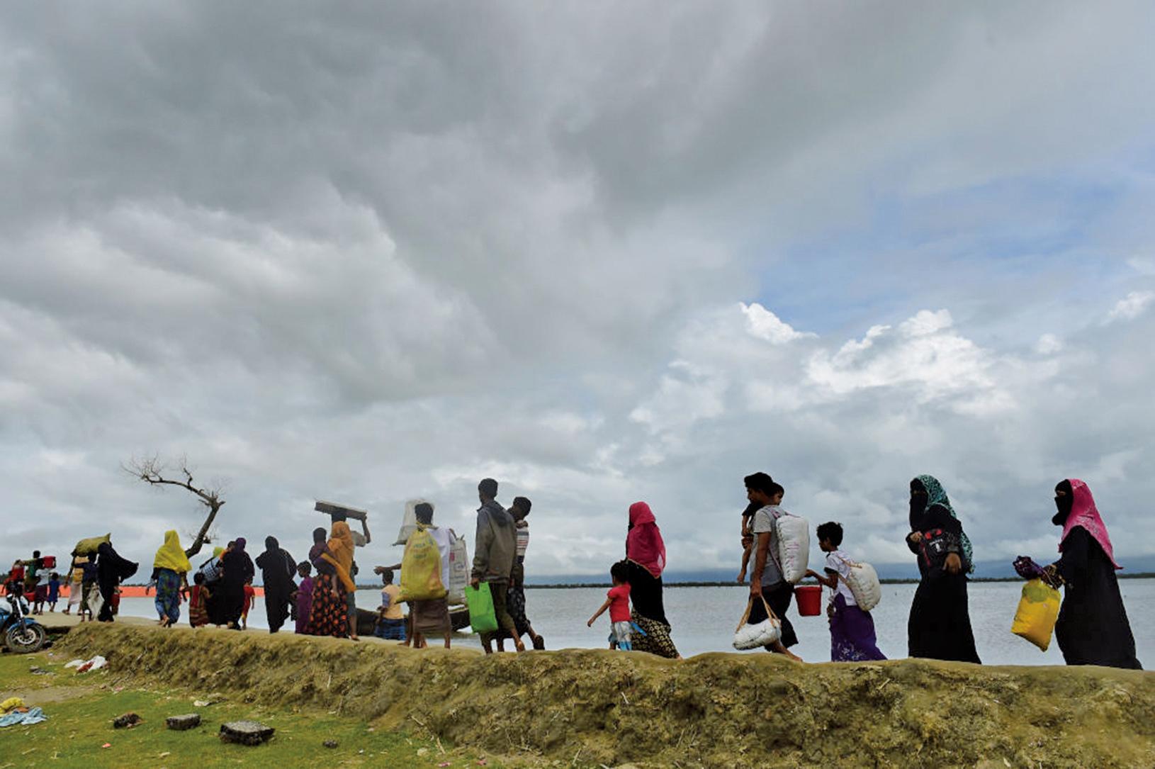 緬甸西部的持續暴力衝突,已經迫使37萬羅興亞穆斯林越境逃往孟加拉國,令孟加拉招架不住。(Getty Images)