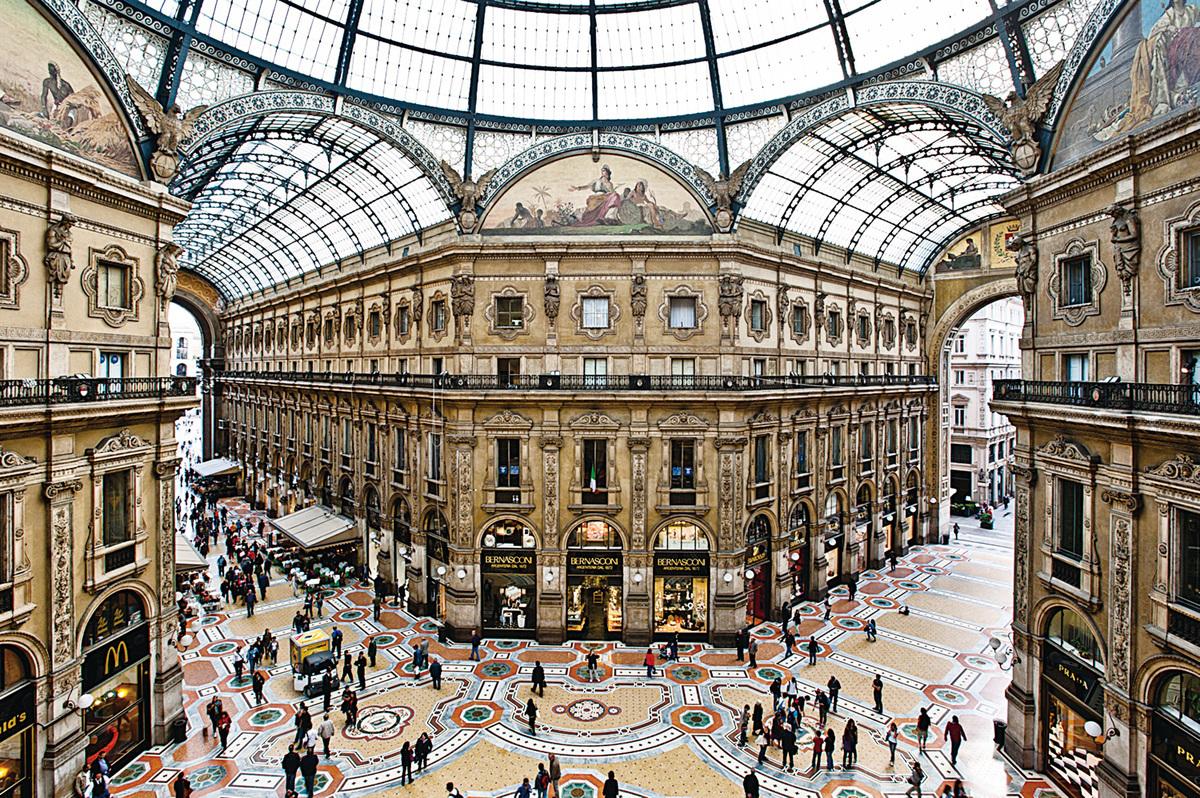 擁有130多年歷史的埃馬努埃萊二世長廊(Galleria Vittorio Emanuele II)被認為是世界上最古老的購物中心。(Fotolia)