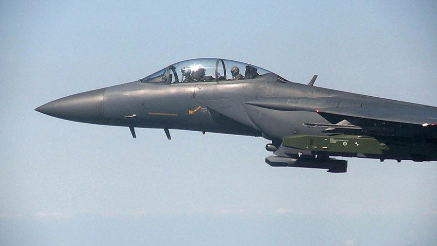 因應平壤第六次核試驗,9月12日南韓空軍F-15K戰鬥機進行遠程空對地導彈實彈演習。9月13日北韓放言要加速其核武器計劃,以報復聯合國最新制裁。(South Korean Defence Ministry/AFP)
