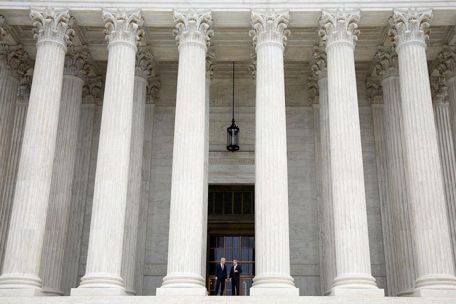 美國最高法院將於10月份審議特朗普的旅行與難民禁令。(Win McNamee/Getty Images)