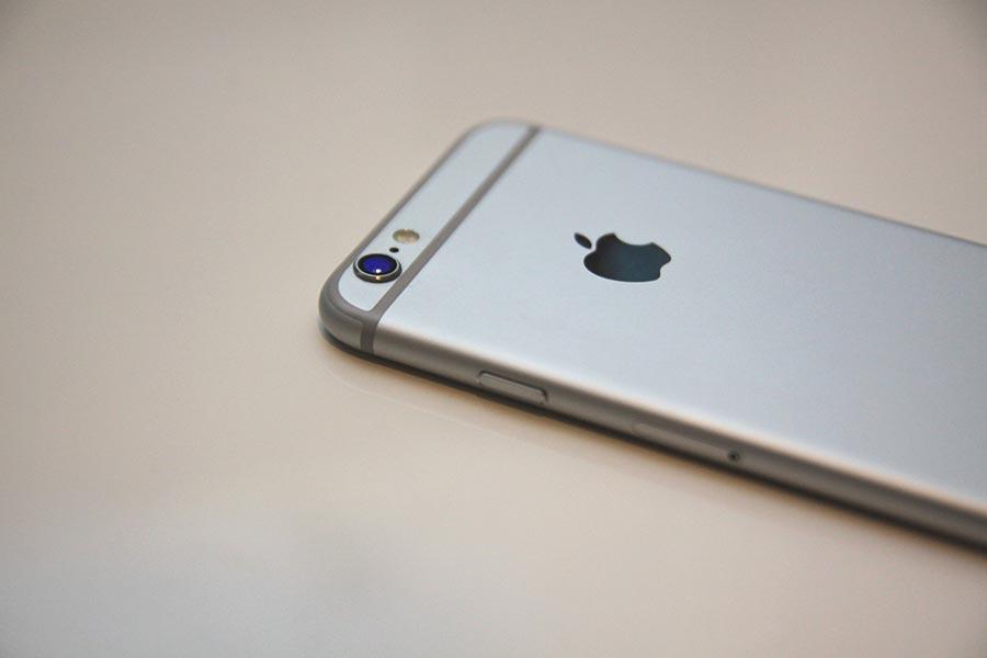 事實上,在你買iPhone手機時,默認的保修期就是一年。(Pixabay)