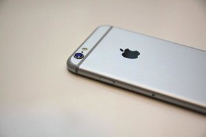 蘋果公司:iPhone手機保養期只有一年