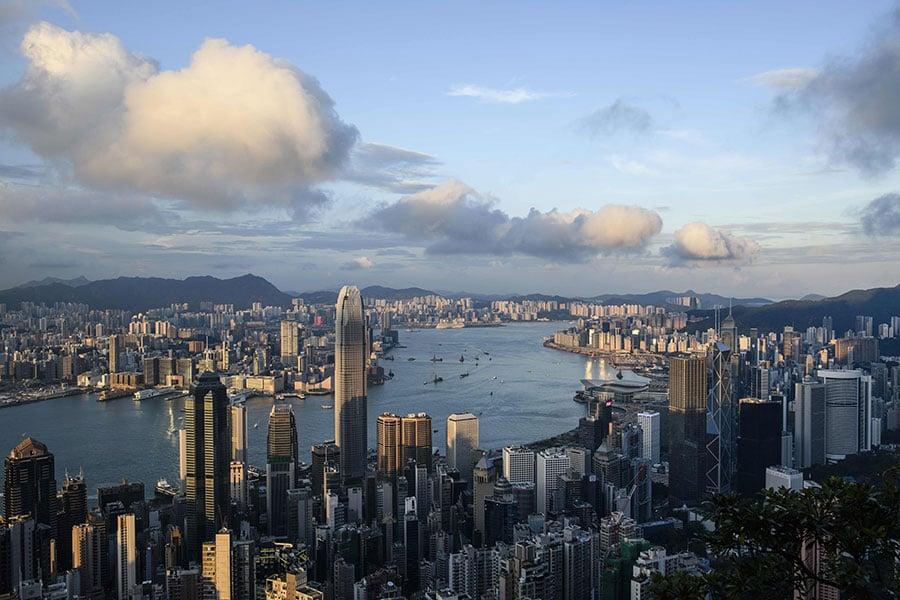 英國政府今日(14日)向國會提交有關《中英聯合聲明》在香港實施的半年報告書,指香港在實行「一國兩制」上面臨壓力。(ANTHONY WALLACE/AFP/Getty Images)