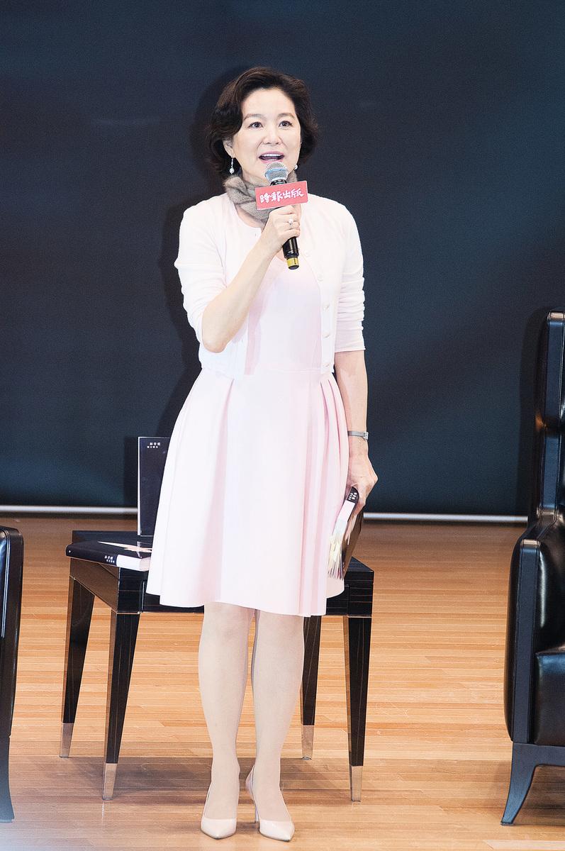 林青霞奉行「以內養外」的美容之道。她經常吃抗皺、抗衰老食物,平日將紅蘿蔔、芹菜切成條狀當點心吃,以攝取維他命和礦物質。(大紀元資料圖片)