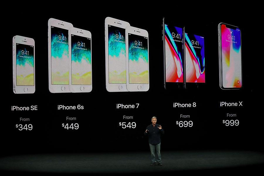 雖然iPhone 8和iPhone X手機的確都不錯,但如果要升級自己的iPhone,也許等到明年新iPhone推出後再出手會更好?(Justin Sullivan/Getty Images)