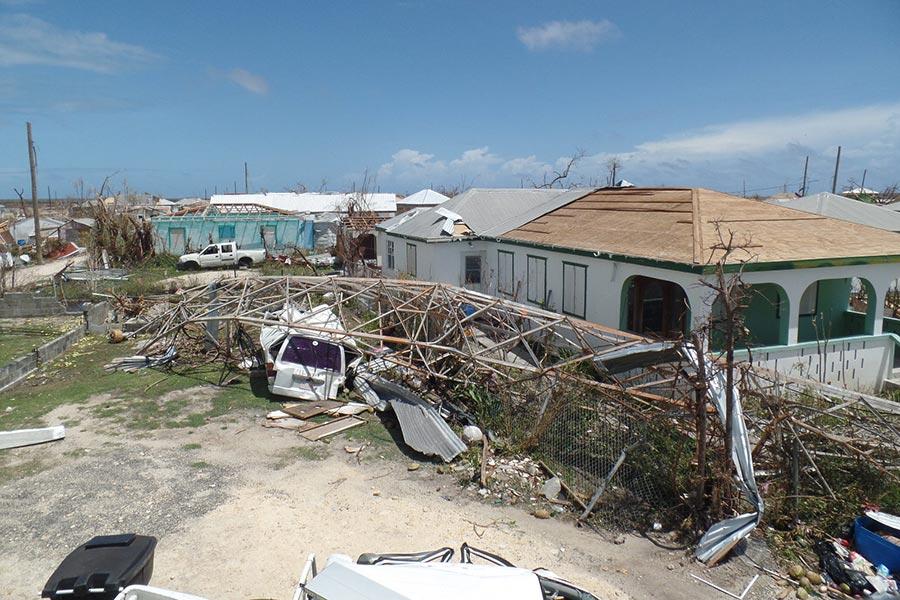 安巴國的房屋遭到颶風艾爾瑪嚴重損毀。(AFP PHOTO/Gemma HANDY)