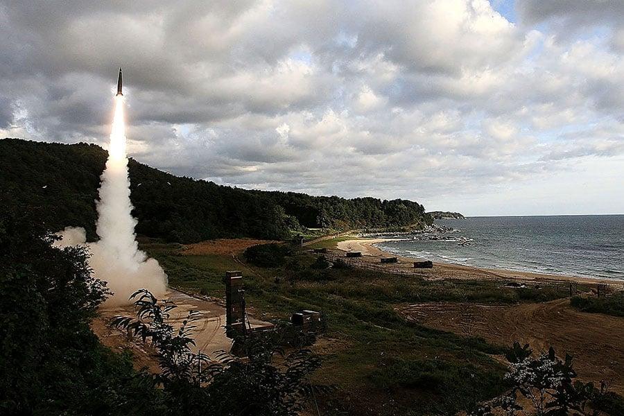 當地時間周五(9月15日)早上,北韓再次發射導彈飛越日本領空,引發國際譴責,美國國務卿蒂勒森表示,北韓對全世界造成威脅。(South Korean Defense Ministry via Getty Images)
