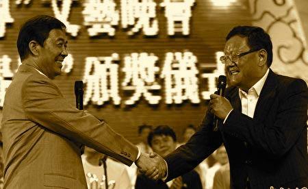 鳳凰衛視的王牌節目《鏘鏘三人行》突遭停播,事件引起外界諸多揣測。劉長樂和薄熙來關係密切。(網絡圖片)