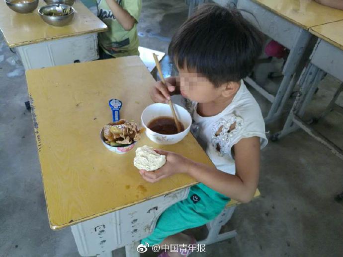 陸女童吃免費午餐碗裏沒菜 背後故事很心酸