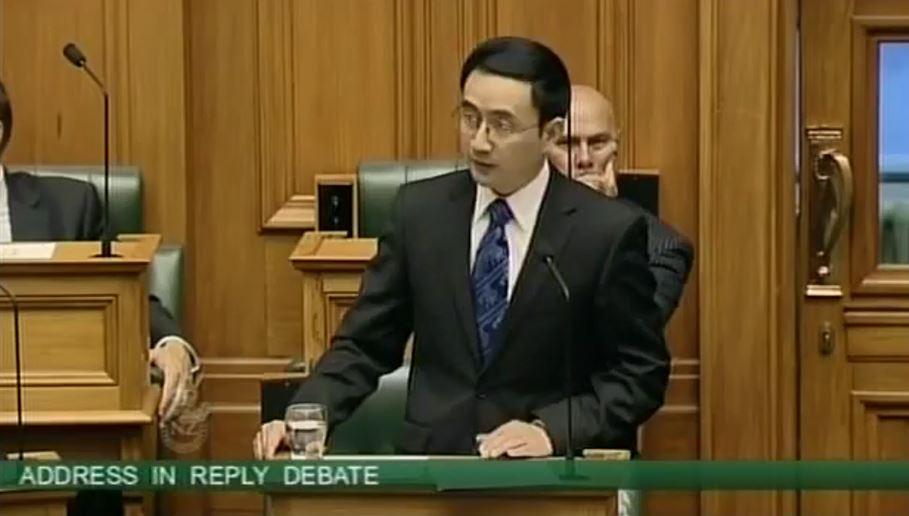 楊健在進入國會的初次演講對他在中國的軍隊服役和間諜學校的背景隻字未提。(視像擷圖)