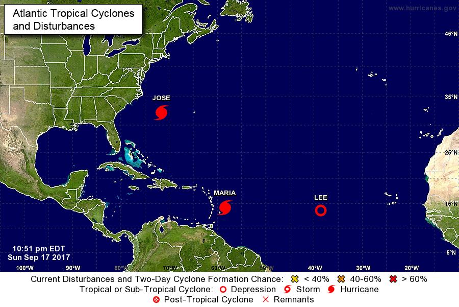 圖為周日(17日)下午10時51分,大西洋上三大風暴荷西、瑪麗亞和李的位置圖。(美國國家颶風中心)