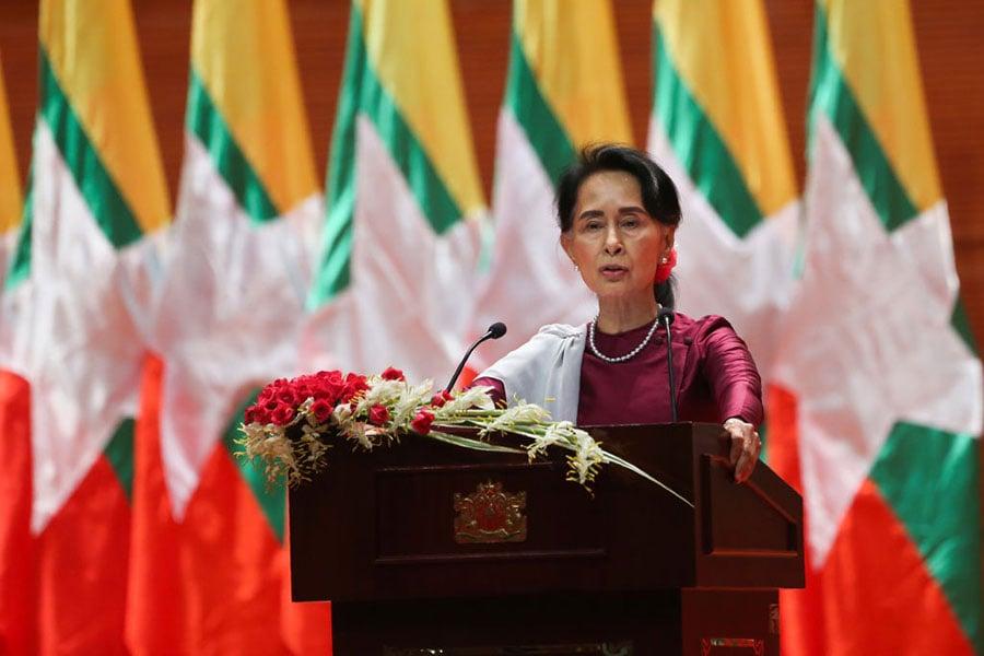周二(9月19日)昂山素姬在緬甸首都內比都就羅興亞穆斯林危機發表電視講話。(YE AUNG THU/AFP/Getty Images)