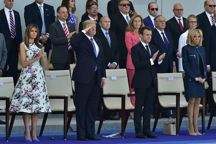美國總統特朗普星期一(9月18日)表示,他正在考慮7月4日國慶日,在華府舉行類似法國的閱兵儀式,展現美國軍力。(CHRISTOPHE ARCHAMBAULT/AFP/Getty Images)