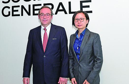 法興銀行亞太區首席經濟師 Klaus Baader(左)和中國首席經濟師姚煒(右)。(郭威利/大紀元)
