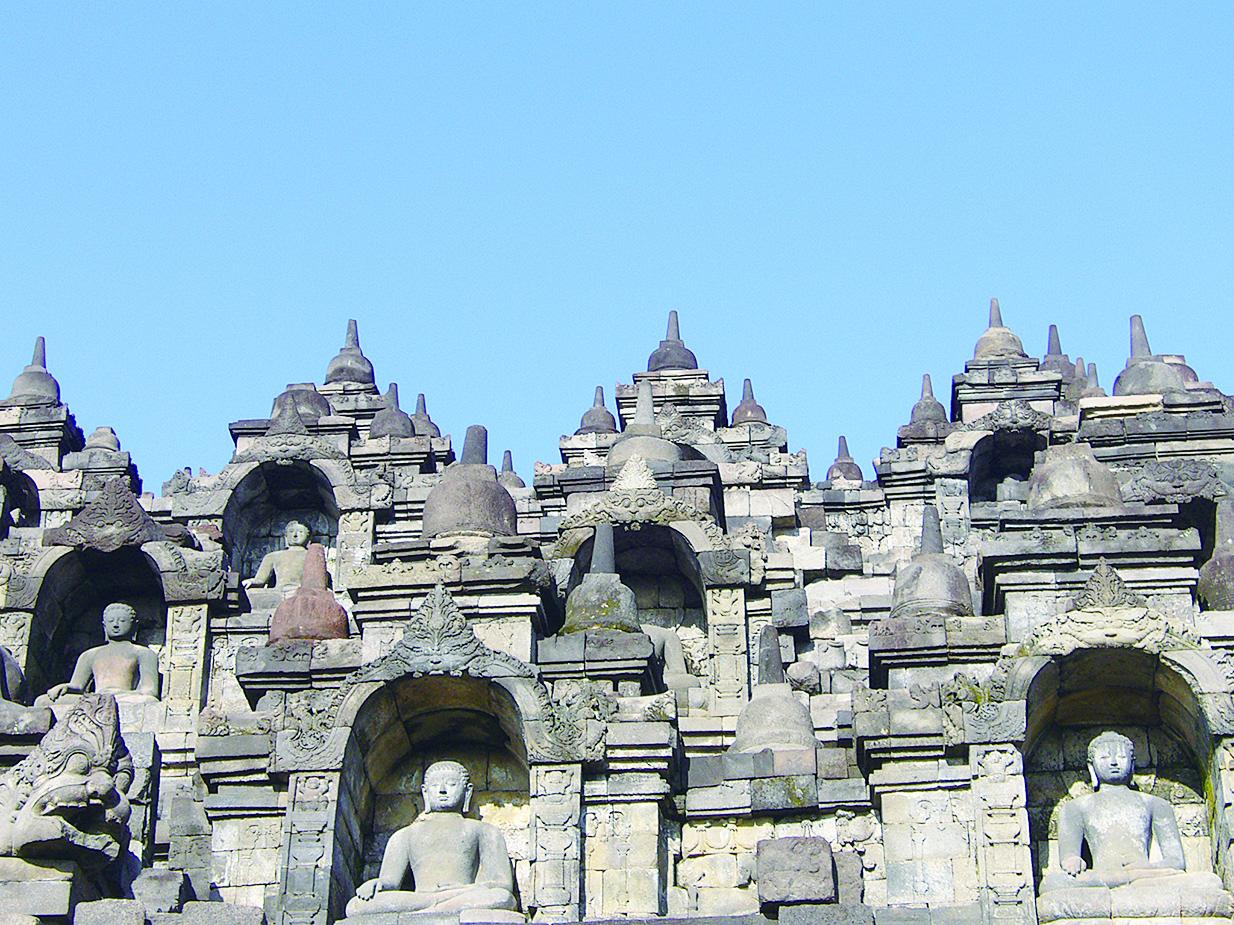乘佛教佛塔遺蹟——婆羅浮屠( Borobudur Temple Compounds),是為全世界最大的佛教遺址。(維基百科)