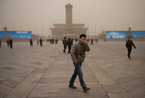 近日為保北京藍天,京津冀出台治理霧霾攻堅方案。圖為北京霧霾天。(Ed Jones/AFP)