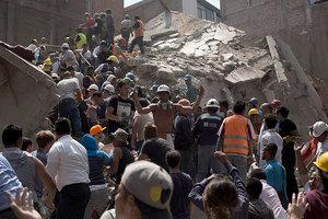 墨西哥強震已超過200人死亡 廢墟中搶人