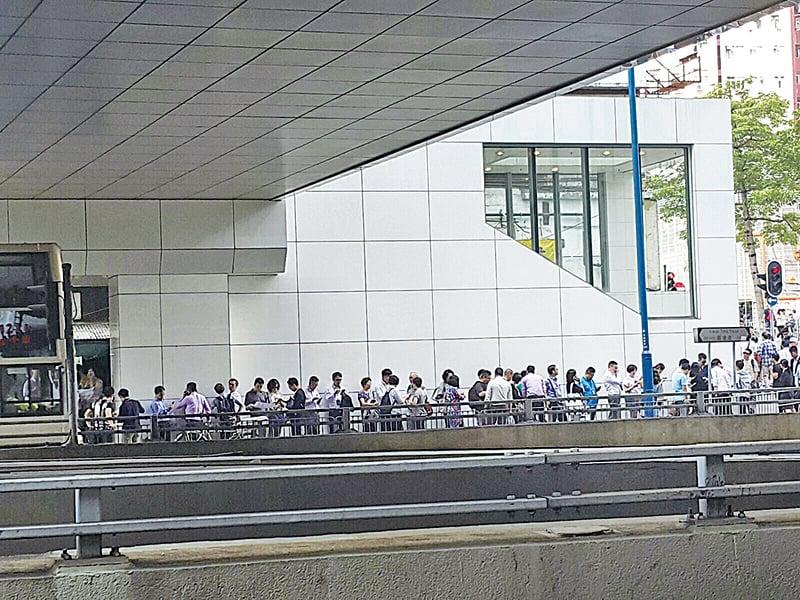 晉海掀熱潮 參觀人龍排至裕民坊