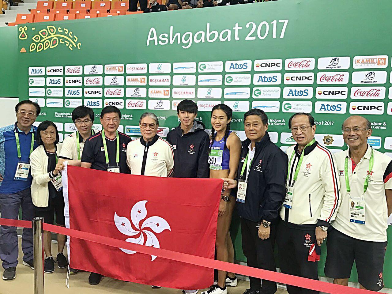 呂麗瑤(左四)在女子60米欄,香港隊「欄后」以8秒41衝線,為港隊贏得今屆賽事的第一枚金牌,張宏峰(左五)在男子60米欄中以7秒85成績取得銅牌。(香港奧委會提供)