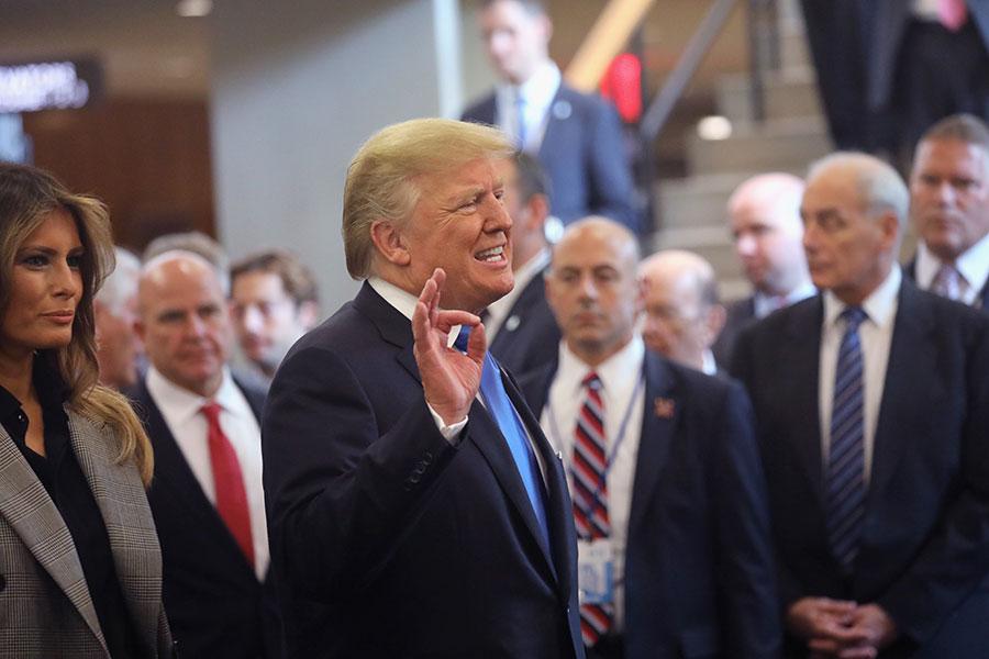 就在美國總統特朗普對中共持續施壓、迫其開放經濟之後,中共似乎準備放鬆對外國汽車製造商和銀行的限制。(John Moore/Getty Images)