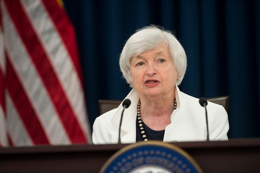 美聯儲星期三(9月20日)結束為期兩天的貨幣政策會議,下午2時發佈新聞表示將維持聯邦基金目前利率在1%到1.25%之間,並且在十月份啟動資產負債表縮表計劃。(SAUL LOEB/AFP/Getty Images)