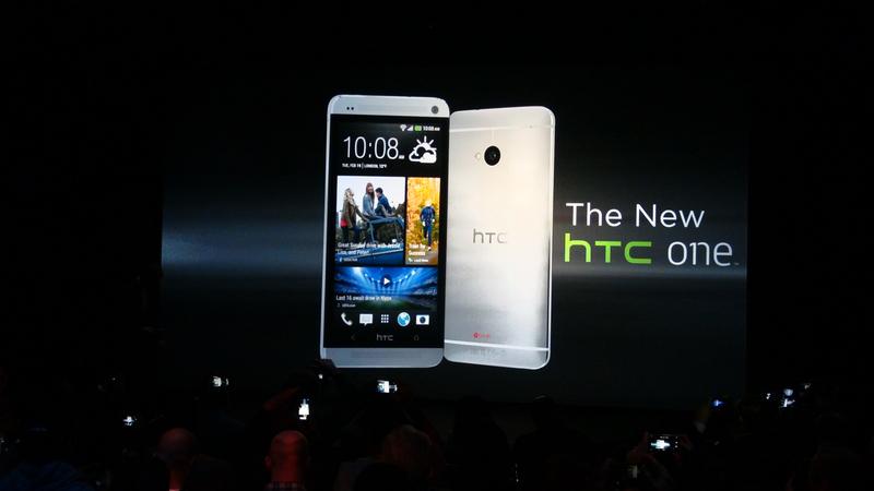 宏達電機皇「新HTC One」搭載的新功能Sense TV領先業界,可讓手機變身遙控器,控制家中的電視和機上盒。(大紀元資料室)