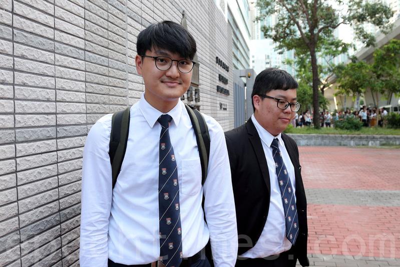 港大學生會前會長馮敬恩(左)及外務副會長李峯琦,去年一月衝擊港大校委會罪成,分別被判240小時及200小時社會服務令。(李逸/大紀元)
