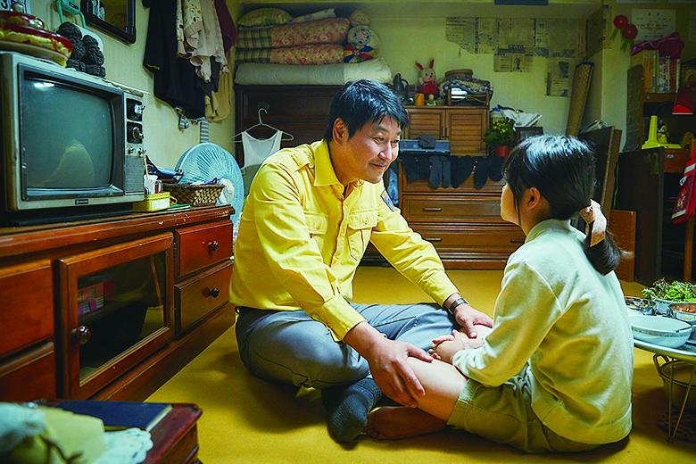 光州屠殺前,金四福只期盼能好好工作,養活11歲女兒。