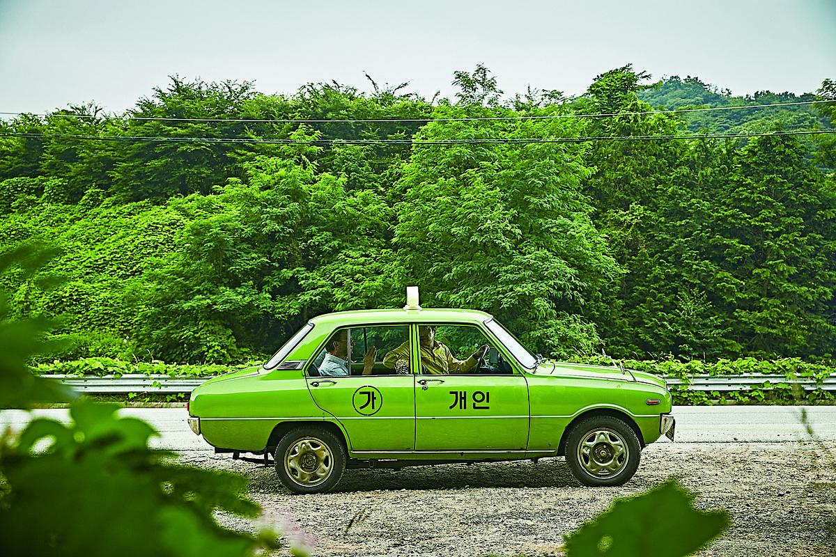 金四福為了賺取10萬韓圜的巨額車資,同意接載西德記者軒士彼得到光州。(網絡圖片)