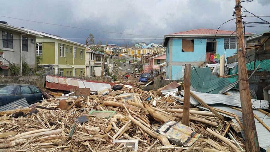 颶風瑪麗亞在加勒比肆虐,造成多明尼加至少15人死亡,波多黎各全面停電數月。圖為哦哦多米尼克一片狼藉。(STR/AFP/Getty Images)
