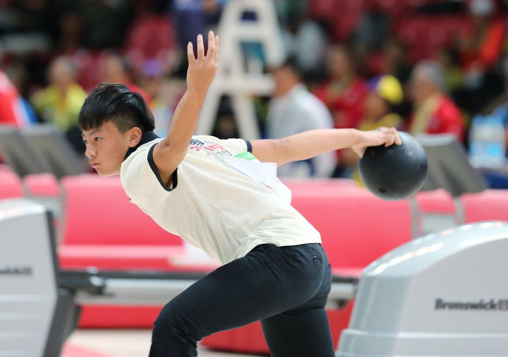謝晉軒首次參加國際成人保齡球比賽,便取得銅牌。(香港保齡球總會提供)