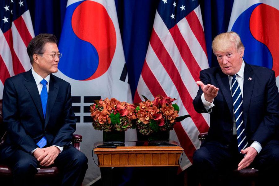特朗普和文在寅在聯合國大會期間進行會晤。(BRENDAN SMIALOWSKI/AFP/Getty Images)