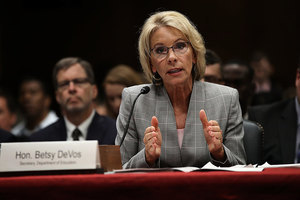 特朗普內閣總統不拿薪 教育部長自費出公差