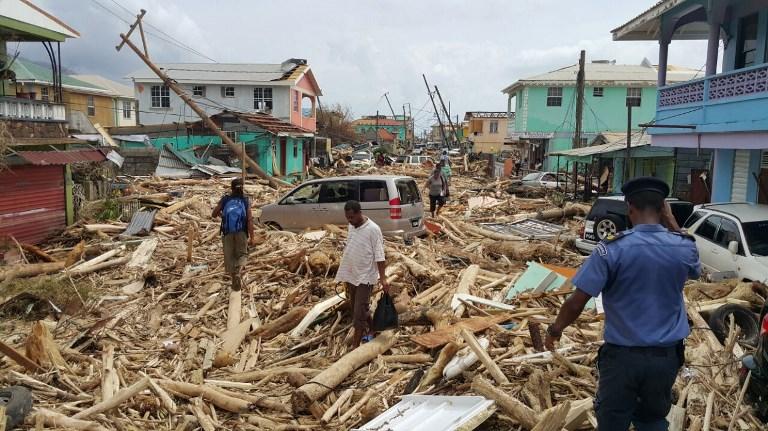 圖於9月20日,颶風瑪麗亞前一天在多明尼加盧梭造成損害。颶風瑪麗亞19日進入東加勒比島多明尼加,造成毀滅性的破壞,並再次襲擊艾瑪颶風襲擊過的土地。(AFP PHOTO / STR)